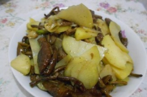 Recipe: Fried sliced potato with Agrocybe cylindracea