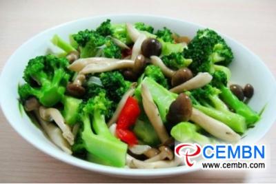 Recipe: Fried Brown Shimeji mushroom with broccoli