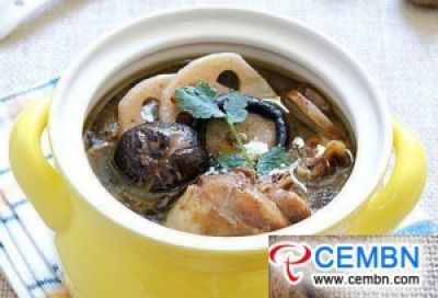 Stewed chicken soup with Shiitake mushroom and lotus root