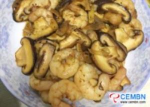 Recipe: Stir-fried Shiitake mushrooms with shrimps in black pepper