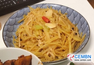 For a quick meal: Fried Enoki mushroom with shredded potato